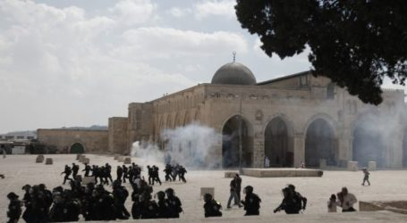 28 INJURED AND 8 DETAINED IN FIERCE CLASHES AT AL-AQSA