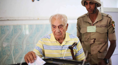 MASS MEDIA 'BEG' EGYPTIANS TO PARTICIPATE IN ELECTION