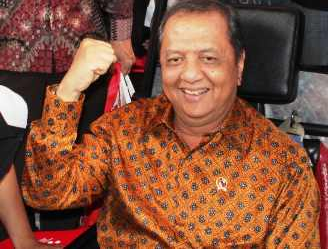 MINISTER OF INDUSTRY SUPPORTS 4G SMARTPHONE MADE IN INDONESIA