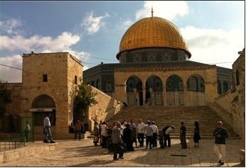 ISRAELI YESHIVA STUDENTS AND SETTLERS STORM AL-AQSA MOSQUE