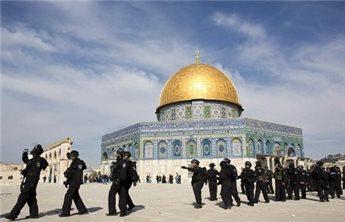ISRAELI FORCES RAID AQSA COMPOUND, CLASH WITH PALESTINIANS