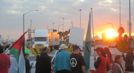 LOS ANGELES ACTIVISTS BLOCK  ISRAELI CARGO SHIP FOR TWO DAYS