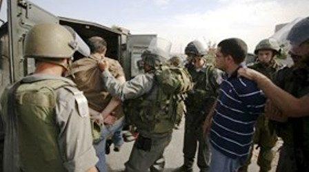 ZIONIST FORCES KIDNAP 17 PALESTINIANS IN JERUSALEM, WEST BANK