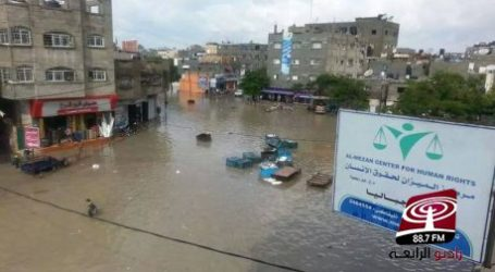 THOUSANDS OF HOUSES IN GAZA FLOODED