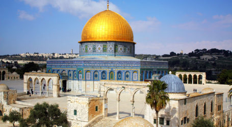 ISRAELI RIGHTISTS, INTELLIGENCE OFFICERS TOUR AQSA COMPOUND