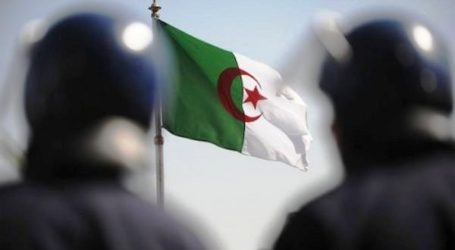 ALGERIA WARNS AGAINST 'AMERICAN-ZIONIST' PLOT TO DIVIDE THE COUNTRY