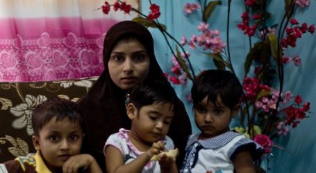 FLEEING ROHINGYA MUSLIMS STOPPED IN THAILAND