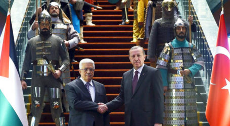 WARRIOR'S WELCOME FOR ABBAS AT TURKISH PRESIDENTIAL PALACE