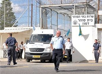 ISRAELI AUTHORITIES SHUT DOWN TWO PRISONS AFTER ATTACK ON GUARD