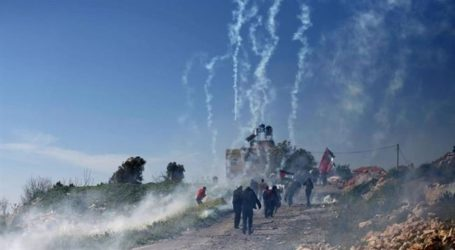 ISRAEL FIRES TEAR GAS AT PROTESTERS IN QALQILYA IN WEST BANK