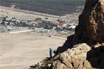 ISRAELI ARMY DECLARES WEST BANK DESERT AREA CLOSED MILITARY ZONE