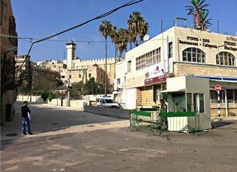 ISRAELI TROOPS ARREST TEENAGER AT IBRAHIMI MOSQUE