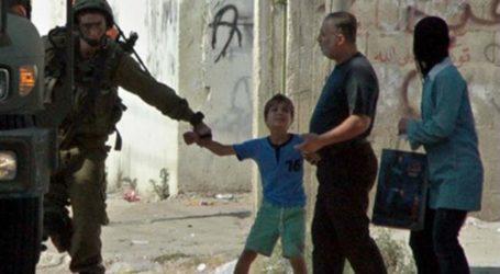 ISRAEL BEATS PALESTINIAN MINOR CAPTIVES