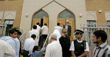 UK MUSLIMS LOYAL, LAW ABIDING CITIZENS: POLL