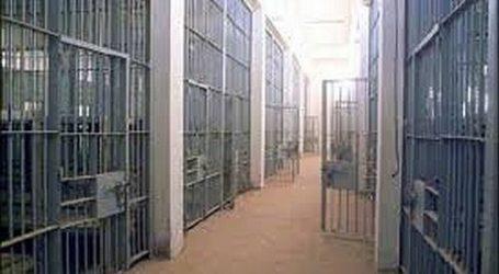 PRISONER IN RAYMOND STABS ISRAELI OFFICER