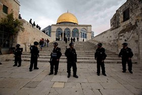ISRAELI AUTHORITIES BAN 5 PALESTINIANS FROM AQSA MOSQUE