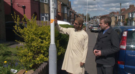 UK ANTI-VOTING POSTS DISTURB MUSLIMS