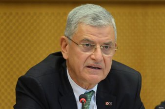 TURKISH MINISTER URGES EUROPE TO DO JUSTICE TO MUSLIMS