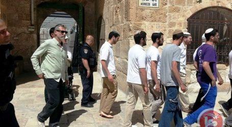 RIGHT-WING JEWS TOUR AL-AQSA TO MARK JERUSALEM DAY