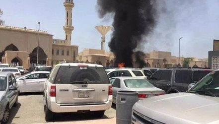 THREE DEAD IN NEW IS SUICIDE ATTACK ON SAUDI MOSQUE