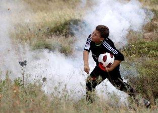 PALESTINIANS DROP BID TO HAVE FIFA SUSPEND ISRAEL