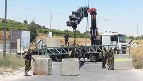 ISRAELI CHECKPOINTS ERECTED IN AL-KHALIL
