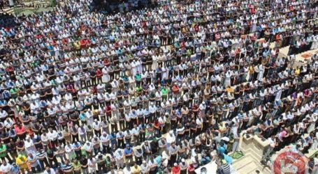 THOUSANDS HEAD TO PRAY IN AQSA MOSQUE FOR RAMADAN