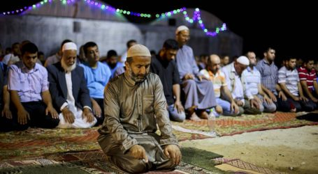 GAZANS PRAY IN TENTS AFTER FAILING TO REBUILD DESTROYED MOSQUES