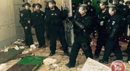 ISRAELI FORCES, RIGHT-WINGERS STORM AQSA MOSQUE COMPOUND