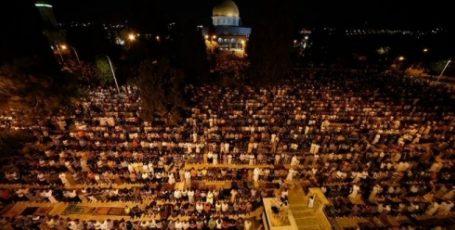 OVER 450 THOUSAND WORSHIPPERS MARK AL-QADR NIGHT AT AL-AQSA