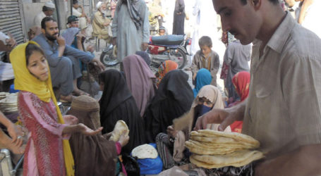 DEARNESS FORCES PEOPLE TO JOIN ROADSIDE IFTARS IN KARACHI