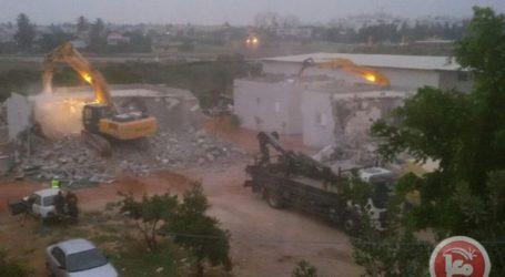 ISRAELI FORCES AGAIN DEMOLISHING PALESTINIAN HOMES IN ISRAEL