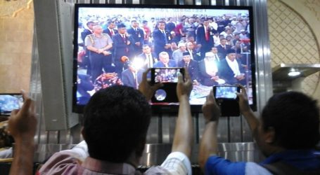 JUMA CONGREGATION WORSHIPPERS FOUGHT FOR ERDOGAN'S PICTURE