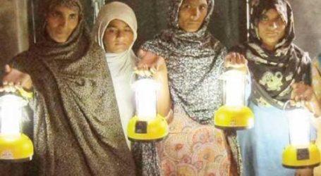 IN PAKISTAN, SOLAR LAMPS TURN WOMEN INTO GREEN ENERGY ENTERPRENEURS