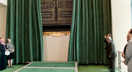 PIECE OF CURTAIN USED TO COVER HOLY KA'ABA REINSTALLED AT UN HEADQUARTERS