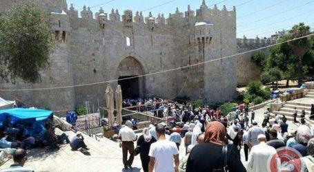 300 GAZANS HEAD TO JERUSALEM TO PRAY IN AL-AQSA
