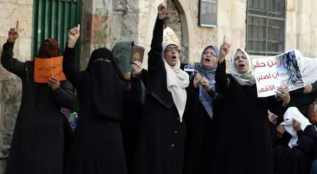 ISRAEL OUTLAWS PALESTINIAN GROUPS AT AQSA COMPOUND