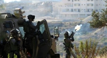 FOUR HIT DIRECTLY BY TEAR GAS CANISTERS IN BILIN
