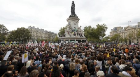 RALLY IN PARIS TO SUPPORT MIGRANT
