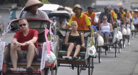 TOURIST ARRIVALS IN INDONESIA JUMP 4.76 PERCENT IN JULY