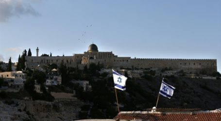 SETTLERS FORCIBLY EVICT PALESTINIAN FAMILIES FROM SILWAN HOMES