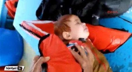 TURKISH FISHERMEN SAVE REFUGEE BABY FLOATING IN SEA
