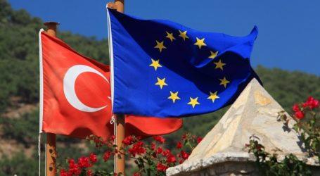 EU, TURKEY TO DISCUSS €3 BILLION REFUGEE DEAL
