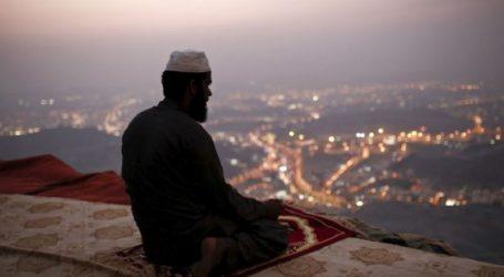 BRITISH CHIEF SUPPORTS TEACHING ISLAM IN JEWISH SCHOOLS