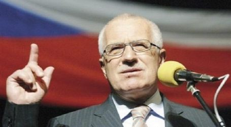 FORMER CZECH PRESIDENT: EUROPE LIKELY TO FACE 'REAL MIGRATION TSUNAMI'