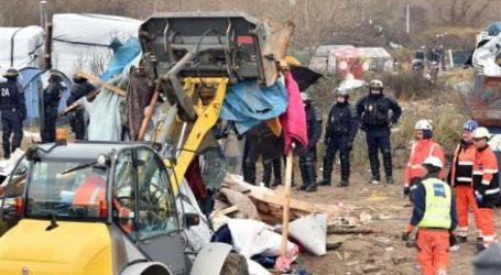 France Begins Razing Refugee Camp With Bulldozers