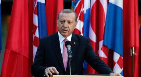 Erdogan Urges West to Help With Refugees