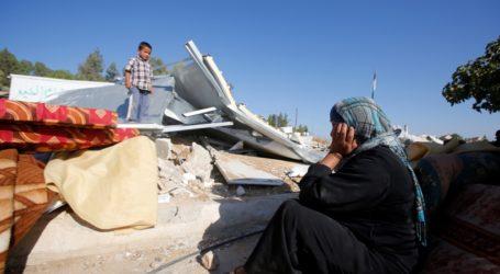 Israeli Demolitions Leave 27 Palestinians Homeless