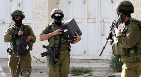 Israeli Military Seizes Heavy Machinery in Al-Khalil