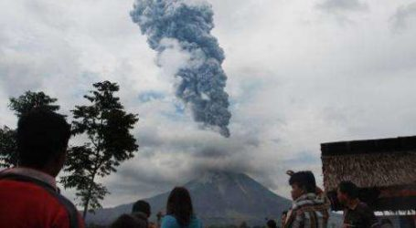 Mount Sinabung: Airlines Issue 'Red Notice' as Indonesian Volcano Erupts on Island of Sumatra